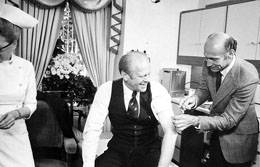 photo of President Gerald Ford being vaccinated in 1976.